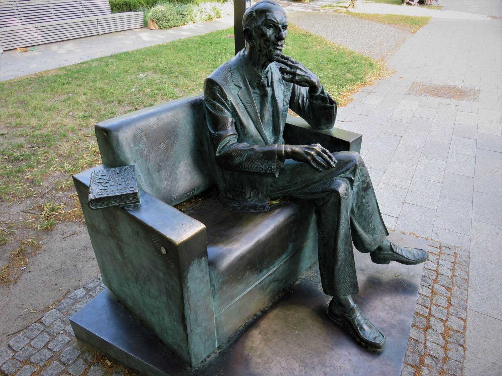 Varsovie : la statue de Jan Karski